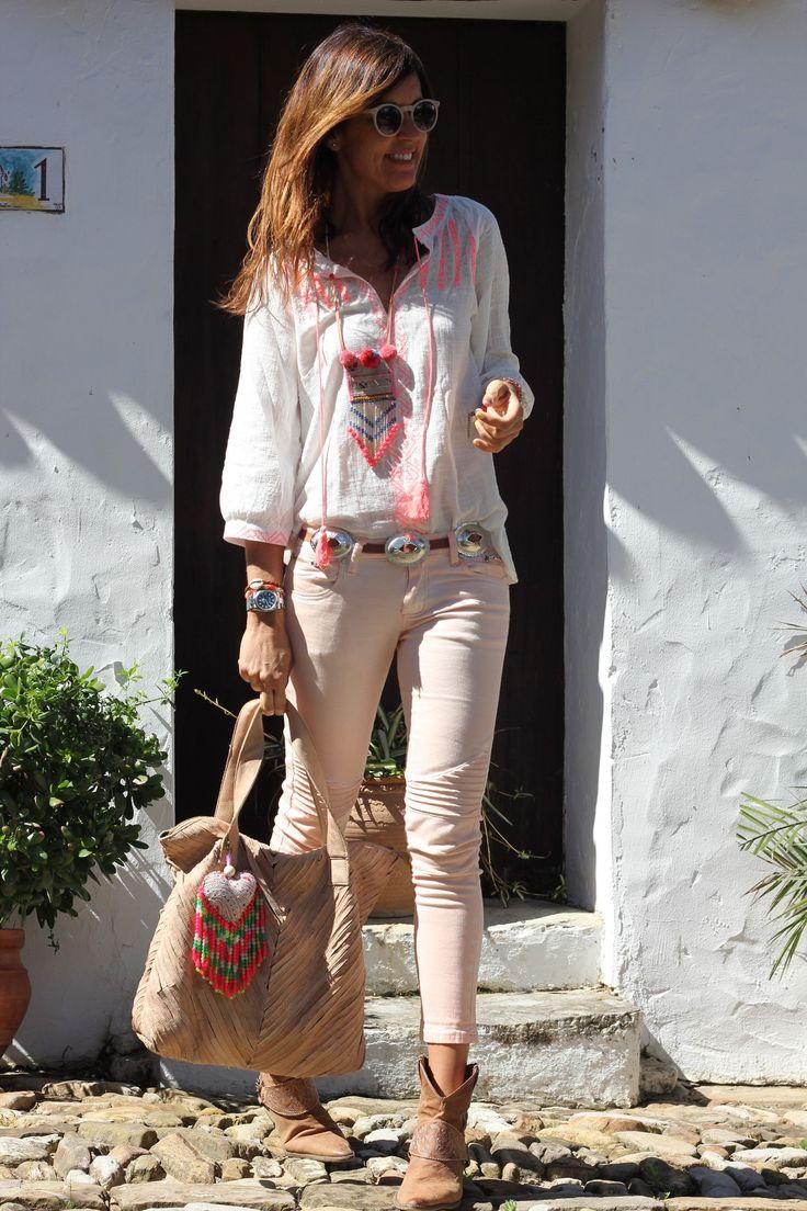 boho shirt, light pink pants