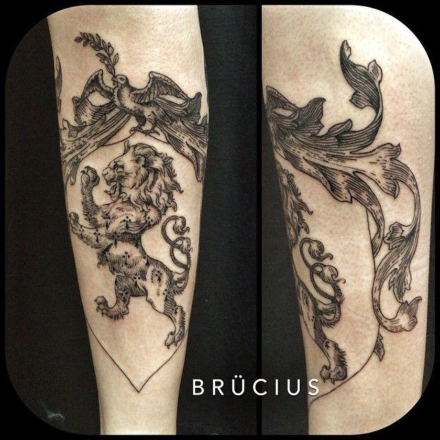 les 25 meilleures id es de la cat gorie lion tattoos on arm sur pinterest tatouage de bras. Black Bedroom Furniture Sets. Home Design Ideas