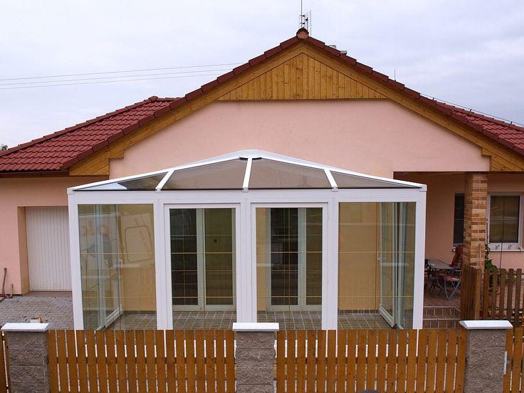 Zimní zahrady jsou stále žádanější pro možnost rozšíření obytného prostoru především rodinných domů.  http://www.hzb.cz/menu-hlavicka/zimni-zahrady/zimni-zahrady-plastove/