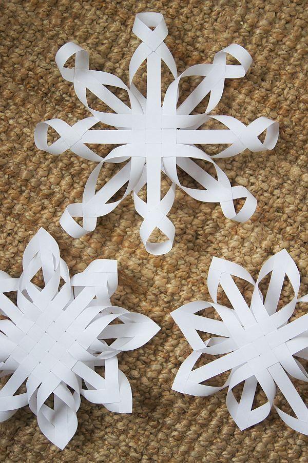 Haikaranpesä kodiksi.: Kolmen tähden päivä -- beautiful snowflakes from strips of paper and glue.