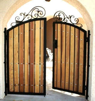 great idea to keep animals in if you have such a gate