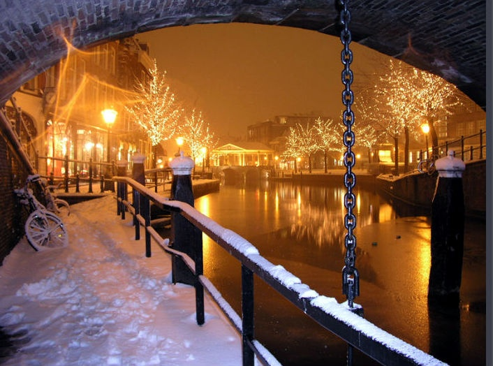 Leiden's gorgeous canal in winter.