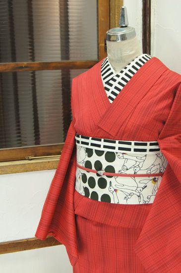綺麗な赤にチェック模様が織り出されたウールの単着物です。