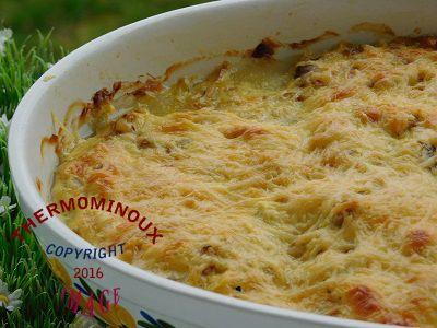 Ingrédients : 30 g de beurre 60 g de fromage râpé 30 g de farine 225 g de champignon de Paris 250 g de lait 1 cube de secret d'Arôme ail persil 1 pincée de noix de muscade 1/2 c à c de sel 2 pincées de poivre 1 œuf 500 g de filets de poisson Préparation:...