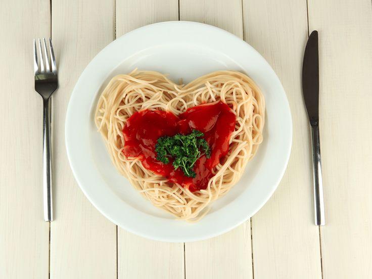 Любите ли Вы пасту так, как люблю ее я?:))  Я себе никогда не отказываю в большой порции спагетти или фетучини, лингвини, спагетти, пенне…. мммм! Обожаю соусы арабьята, все овощные, с морепродуктами…