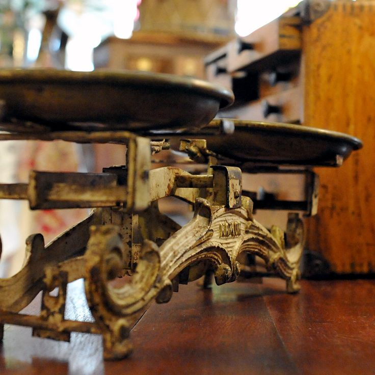 Set of Scales from La Brocante