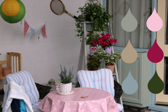 Shabby Chic Yard Colours #backyard #colourful #shabbychic #vintageyard