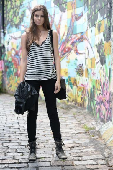 Camila Queiroz - Atriz - actriz - modelo - fashion model - Brasil - brasileira - brasileño - Brazil - Brazilian - telenovela - novela - tv - verdades secretas - secret truths - Angel - cabelo - hair - pelo - bonito - beautiful - hermosa - longo - comprido - long - largo - inspiration - inspiração - inspiración - estilo - style - look - casual - jeans - black - preto - negro - blusa - shirt - stripes - listras - navy - boot - bota