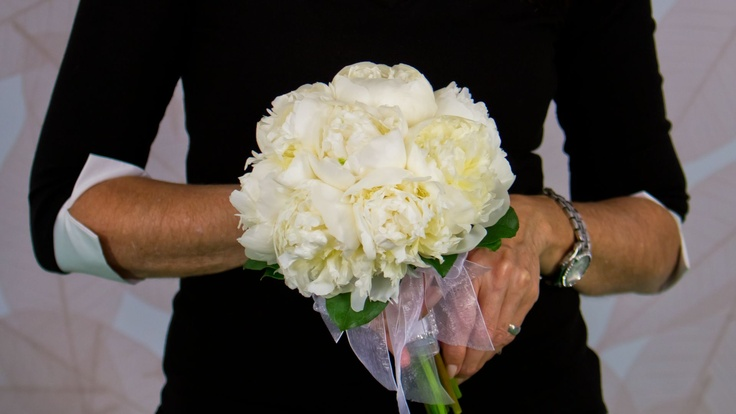 beautiful peony bouquet....  app florista4