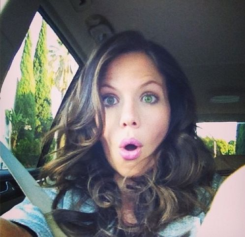 Tammin Sursok (Jenna) behind the scenes of Pretty Little Liars. #PLL - Love her hair color.