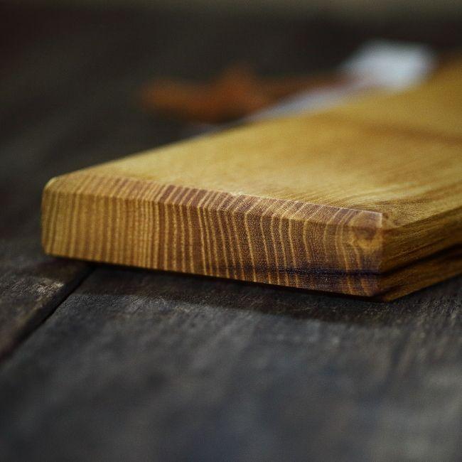 Platou de servire din lemn de salcam galben - tocător de bucatarie - unicat creatie Loved Things Studio