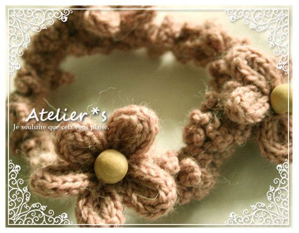 フランス*かわいいリリアン編みのお花の毛糸シュシュ*羊毛&アルパカピンクです。くすんだイメージのピンクの80%羊毛 20%アルパカの毛糸をかぎ針で編んだシュシ...|ハンドメイド、手作り、手仕事品の通販・販売・購入ならCreema。