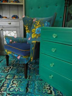 We're not doing any more remodeling or redecorating anytime soon but I LOVE these colors!