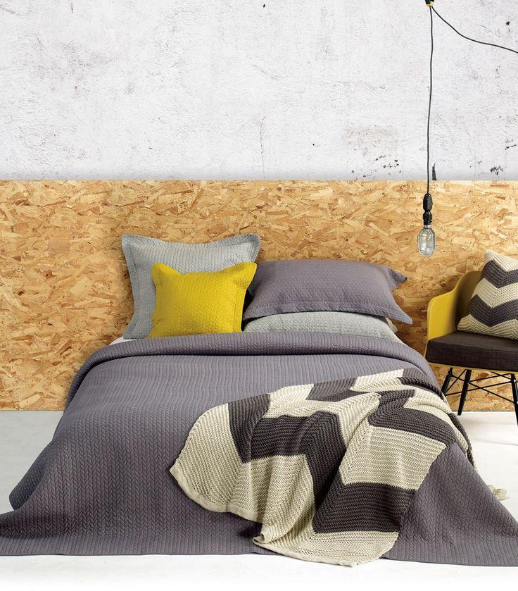UNIK Pour créer votre décor Unik Nouveau Piqués et accessoires faits de coton Disponibles en blanc, charcoal, moutarde et jersey gris pâle Disponible en exclusivité chez votre détaillant Brunelli