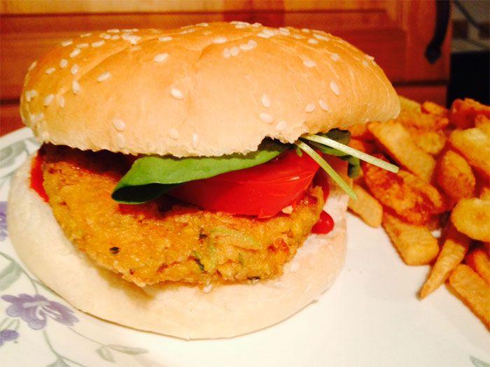 Nu har jag provat laga Jamie Olivers veganburgare. Detta var riktigt gott. Bra smak och konsistens. Krämigt, krispigt och gott. Mumsigt helt enkelt.