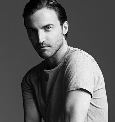 Nicolas Ghesquière nommé chez Louis Vuitton http://www.vogue.fr/mode/news-mode/articles/nicolas-ghesquiere-nomme-chez-louis-vuitton/21093
