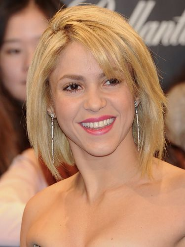 A blunt bob or lob (long bob) is a great cut for mid-length bangs. Shakira's fringe is pushed to the side and mingles with her piecey cut. Getty / Getty Images -Cosmopolitan.com