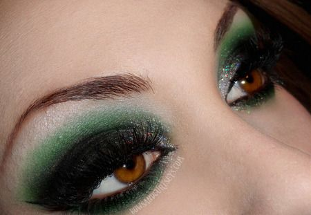 Elusive Epiphany *Holiday Look* http://www.makeupbee.com/look_Elusive-Epiphany-Holiday-Look_14972