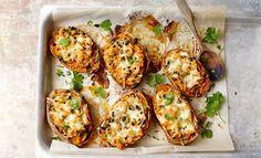 Talvipäivänä syödään uunissa paistuneita, ihanan pehmeitä bataatteja.