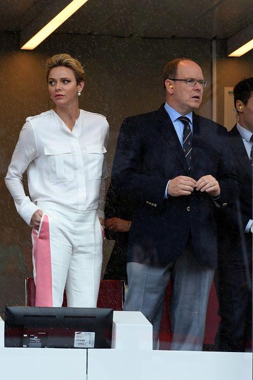 Prinses Charlene houdt zich aan dresscode op Formule 1 - Gazet van Antwerpen: http://www.gva.be/cnt/dmf20160530_02314278/prinses-charlene-houdt-zich-aan-dresscode-op-formule-1