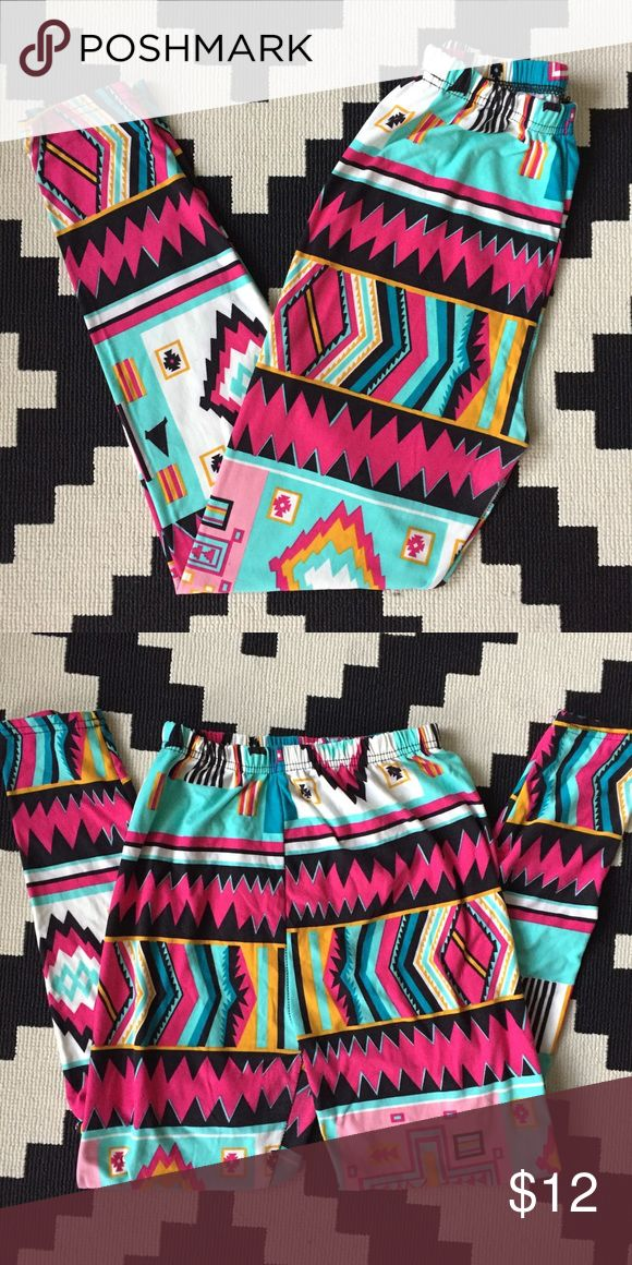 Aztec Print Leggings Super soft Aztec print leggings. Only worn a couple times! Firm price Pants Leggings