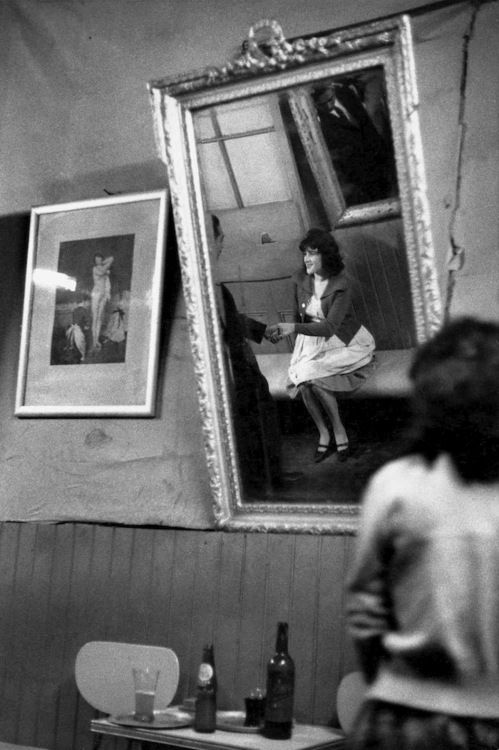Bar Los Siete Espejos, Valparaiso, Chile, 1963 (Sergio Larrain)