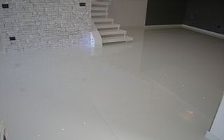 Epoxy flooring Melbourne has become a real trend in factories. Epoxy not only gives a great look to big spaces, it's also heat resistant and it is easier to wash than concrete.   http://www.industrialpainter.com.au/floor-painting/