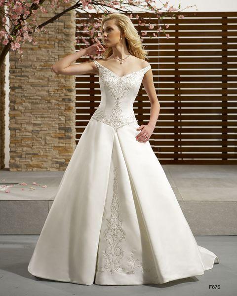 Detalle de la imagen de -Los mejores vestidos de novia Pronovias 2011