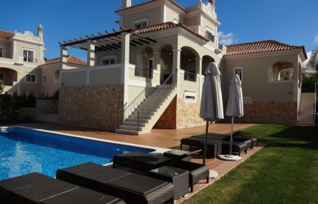 The Crest Excellent 4 +2 bedrooms villa, pool view, at Algarve.