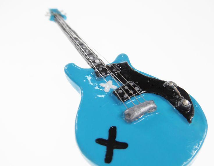 So so COOL.Michael Clifford guitar:). www.alicesidea.pl