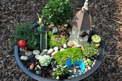 Fairy garden idea: Gardens Ideas, Garden Ideas, Fairies Gardens, Minis Gardens, Fairies Houses, Gardens Projects, Ems Miniatura, Miniatures Gardens, Gardens Fairies