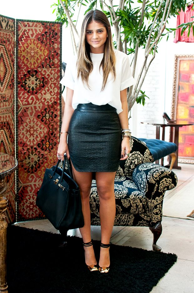 Loose white t-shirt. Black pencil skirt. Accessories.