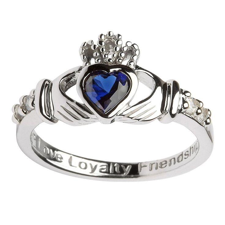A pesar de que existen miles de diseños para los anillos, los anillos de compromiso celtas son los únicos que llevan un significado especial entre las