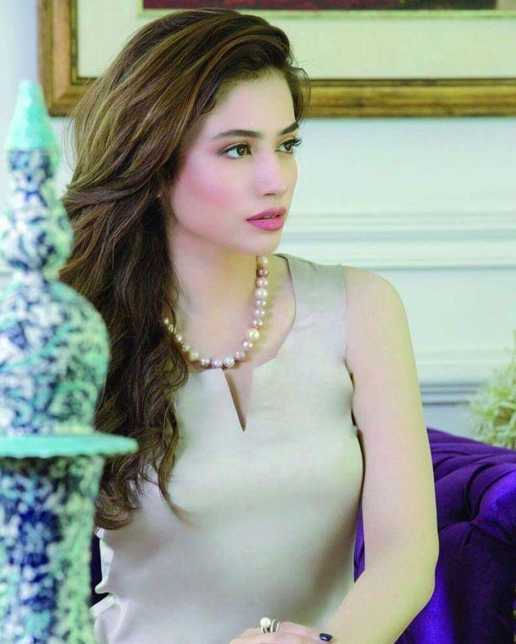 Sana Javed Look Stunning Photoshoot For Film Promotions of #MehrunisaVLubU! ❤  #Gorgeous #Elegant #Style #SanaJaved #FilmPromotion #MehrunisaVLubU #PakistaniFashion #PakistaniActresses #PakistaniCelebrities  ✨