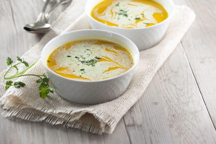 Estes dias quentes pedem uma sopa fria ;) Experimentem esta mistura de sabores! Vejam aqui a receita: http://www.teleculinaria.pt/receitas/sopa-fria-cenoura-laranja-creme-fraiche-salsa/?utm_content=buffer3585c&utm_medium=social&utm_source=pinterest.com&utm_campaign=buffer