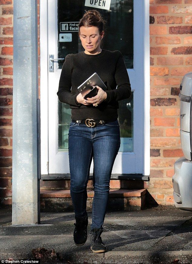 Coleen Rooney goes make-up free while enjoying day out in Cheshire  #dailymail