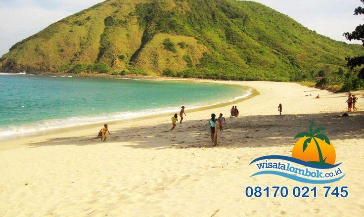 Ini Dia Objek Wisata Lombok Yang Buat Anda Tidak Mau Pulang   Di pantai ini Anda bisa menemukan hal-hal yang tak pernah Anda lihat sebelumnya di objek wisata lainya, dari pemandangan sampai keindahan lautnya yang mempesona. . . . . . . . . . . . http://www.wisatalombok.co.id/info-wisata-lombok/keindahan-di-pantai-mawun-lombok/