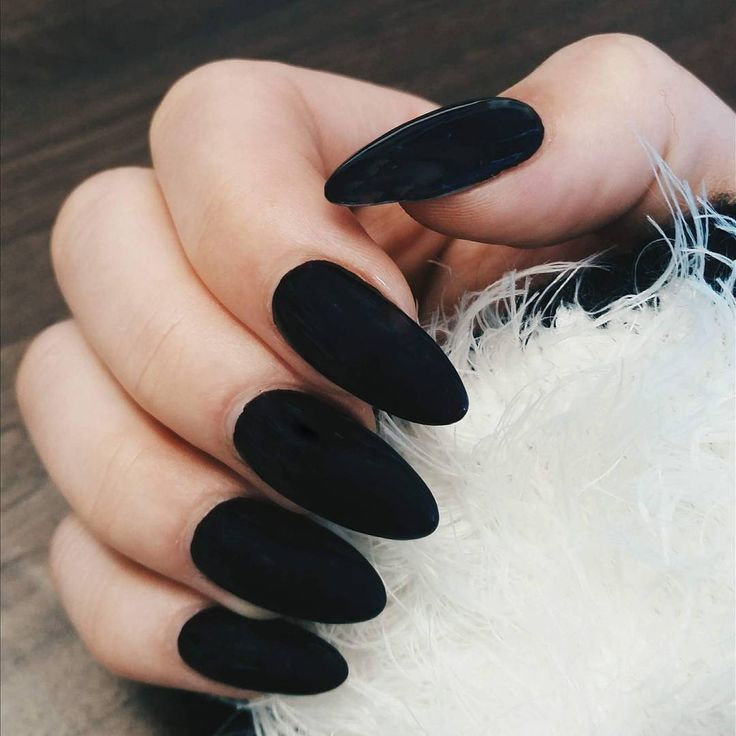 Fresh new set of claws -- feeling these matte black almond-shaped acrylic nails…