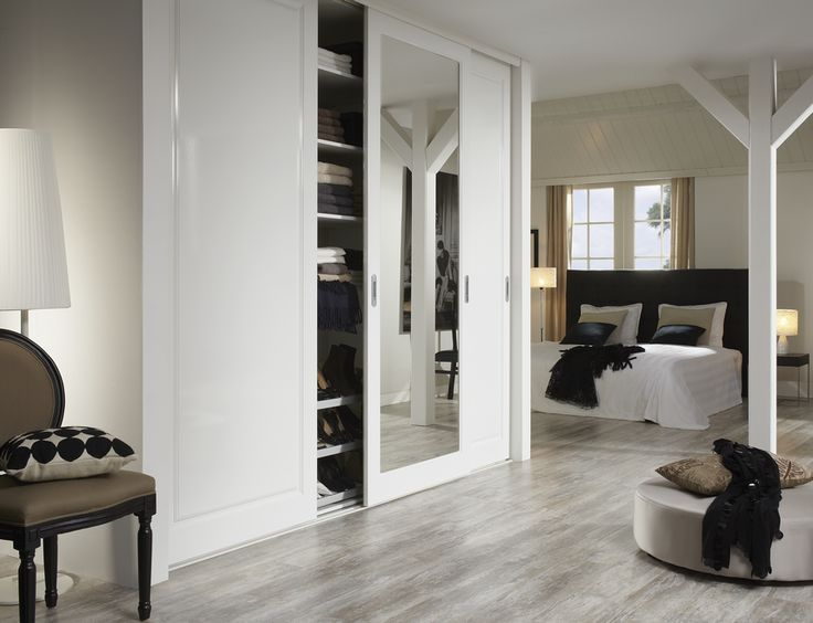 Schuifdeurkast design 3   Deze mooie schuifwand, in Hoogglans Wit heeft 2 Stijl-deuren met een accent-profilering en 1 spiegeldeur. Welke accentprofilering bepaalt u zelf. Er is keuze uit een 15-tal profileringen van klassiek tot modern. Offerte aanvragen