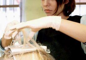 7-Jun-2013 10:30 - VROUW RIJDT NA BOTSING STUG DOOR NAAR KAPPER. Een 48-jarige vrouw uit Numansdorp vindt geverfde haren kennelijk belangrijker, dan een aanrijding met haar auto. Onderweg naar de kapper…...