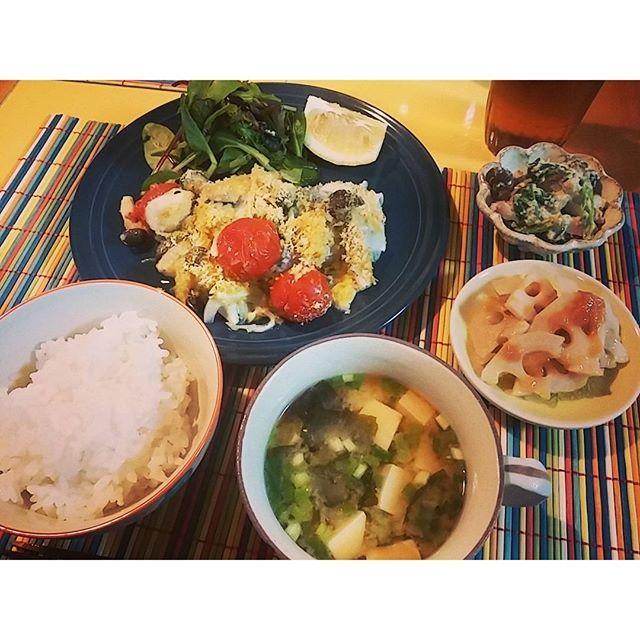 ecru_kero今日はキレイなヒラマサに 出会ったので。。。 パン粉焼きにしたら 写真ではよく分からないもんに なりました。。。 #晩ごはん#おうちごはん#ヒラマサ#パン粉焼き#白和え#れんこんの梅和え#常備菜#つくりおき#dinner#foodpic#japanesefood