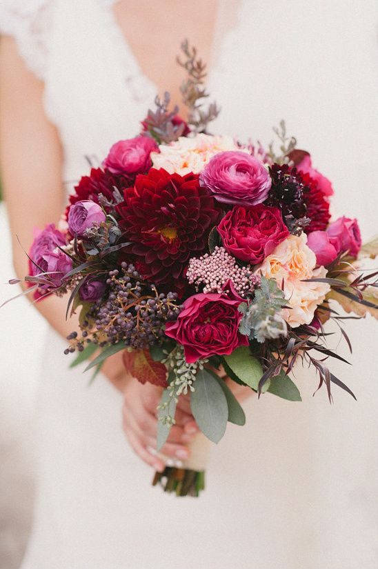 This Red Fall Winery Wedding has beautiful blooms inspired by the season fill this romantic day that has so many vintage details, we want to share them all!