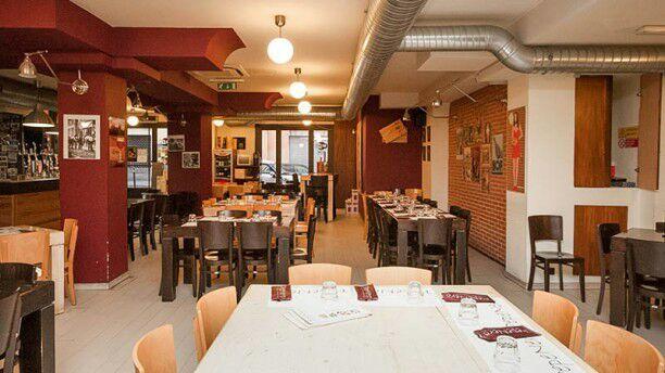 """4 """"pepe nero roma, arredamento urban e personale alla mano"""" vera pizza napoletana ....eccezionale"""".."""