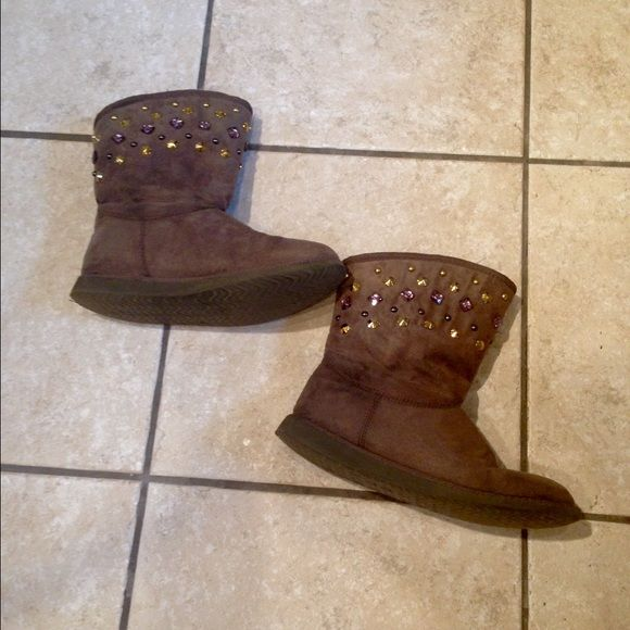 Old Navy boots Old Navy fuzzy boots with gemstones. Size 7. Smoke free/ animal free home. Old Navy Shoes Ankle Boots & Booties