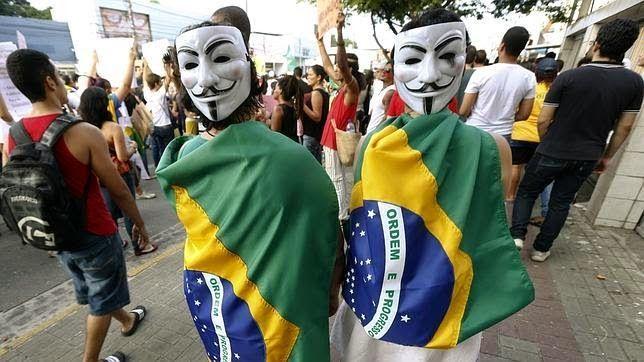 Anonymous lleva a cabo ataques a sitios web ligados al Mundial de fútbol...