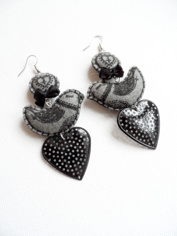 Textile bird, earring by MIMM-textildesign, 2013.