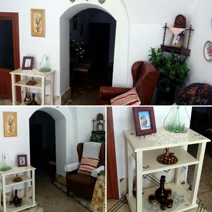 Espacio decorado!😍 Mesilla camarera, nuevo hogar!👌 Entra y cotillea! maderademindi.blogspot.com #restaurando #decor #diy #creative #maderademindi #muebles #transformando #nuevosproyectos #decoracion #ideas #mesillacamarera #desing #restauracionmuebles #mesillas #style #reciclando #home #homedecor