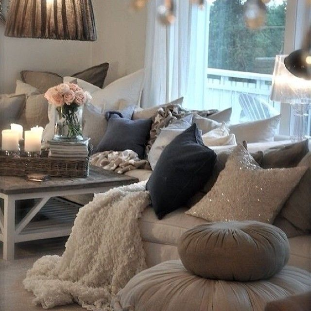 .@Annie Compean Jaffrey | Ah this is so cute! I love the wicker basket with the candles, magazines and ...