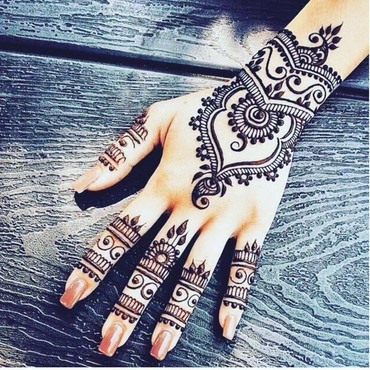 I love henna #hennatattoo #picoftheday #afghan #afghangirl #instalove #afghanfoo…
