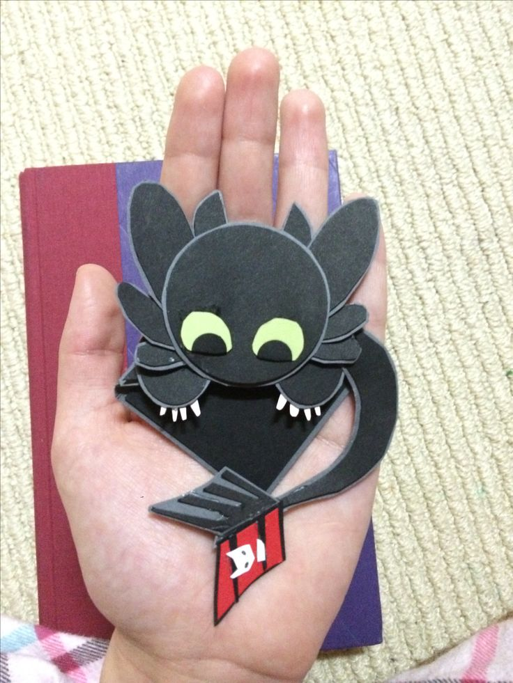Toothless Corner Bookmark; Easy and really cute!
